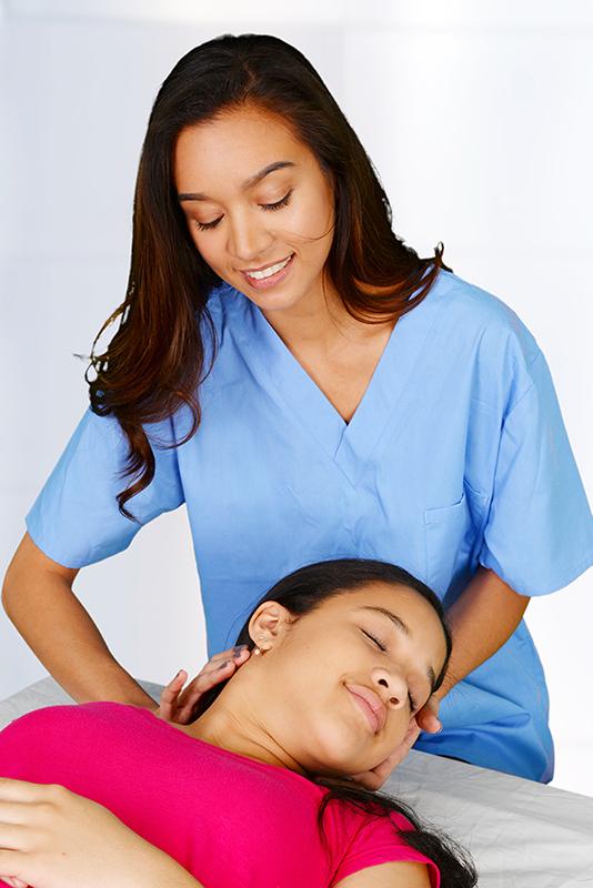 imagen de quiropráctico femenino para demostrar la atención quiropráctica en Central City
